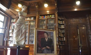 El cuadro de Juana de Ibarbourou se ubicó en la biblioteca del Palacio Legislativo