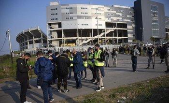 La Junta Departamental aprobó en marzo de 2016 la colocación de una placa en el marco del 125° aniversario de Peñarol y la inauguración del estadio Campeón del Siglo