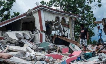Continúan las búsquedas y ayudas para los damnificados en el terremoto de Haití