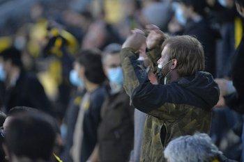 Peñarol pudo contar con el apoyo de su público en su estadio