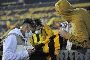 Facundo Torres saludó a todos en el entretiempo, se sacó selfies y firmó autógrafos