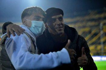 Hasta Fabián Estoyanoff, invitado al partido, le pidió una selfie a Facundo Torres
