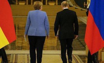 A la izquierda, Angela Merkel; a la derecha, Vladimir Putin