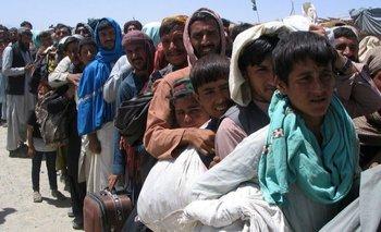 Civiles afganos han estado tratando de huir de su país tras la precipitada toma de control del Talibán