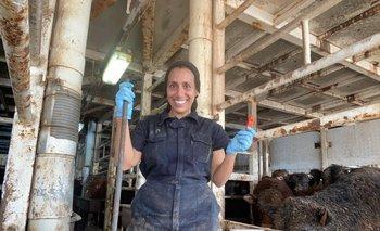 Patricia en uno de los pisos del Bader III, con el chifle de rescate que usó para llamar a los animales.