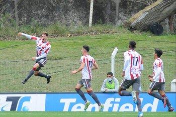 Luciano Boggio celebra su gol ante Nacional