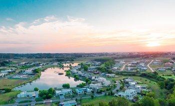 Cada barrio se destaca por tener diversos amenities y servicios en un entorno natural.