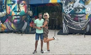 La comunicadora junto a su novio en el Wynwood Walls & Art District, Miami