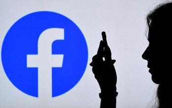 Facebook elimina grupos que generan violencia en su plataforma.