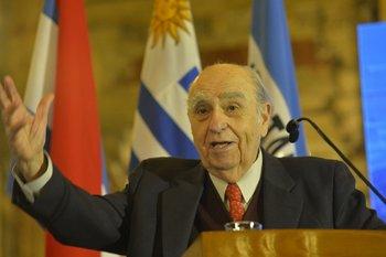 Julio María Sanguinetti en el aniversario de CERES