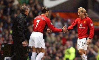 Cristiano Ronaldo y Diego Forlán cuando eran compañeros en Manchester United