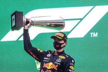 Max Verstappen celebró igual en el podio, como si se hubiera corrido una carrera normal