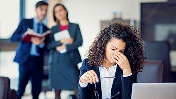 """Expertos dicen que el """"youngism"""" afecta más a las mujeres que a los hombres."""