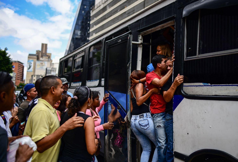 Trece países discuten en Quito marco común para regularizar a migrantes venezolanos