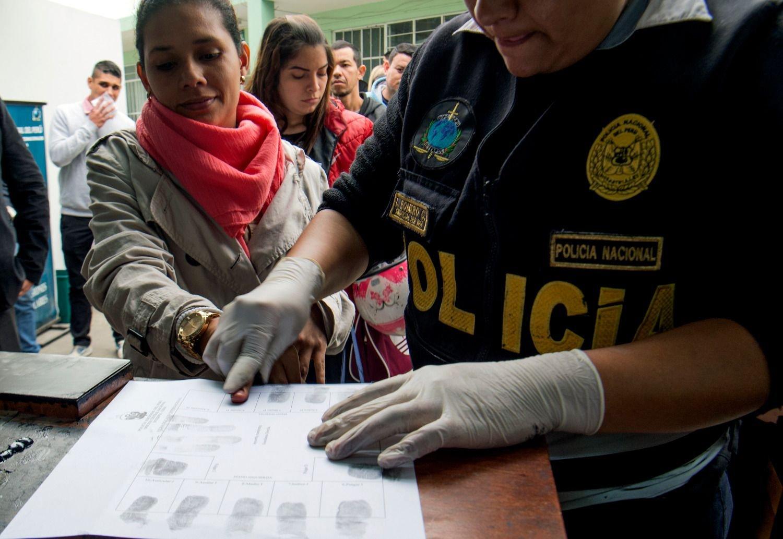 Venezolanos piden ser repatriados frente a la embajada de Venezuela — (VIDEO) Perú