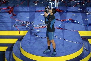Djokovic con el trrofeo del US Open, su Grand Slam número 14