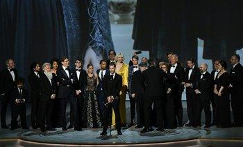 El equipo de Game of Thrones recibe el Emmy a Mejor serie dramática