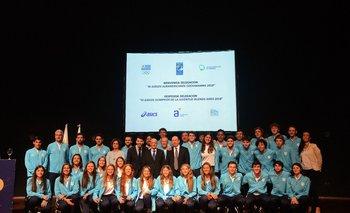 Autoridades junto a la delegación que participará en los Juegos Olímpicos de la Juventud