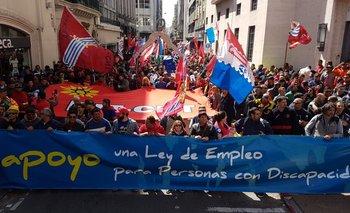 Decenas de trabajadores se movilizaron en la Ciudad Vieja