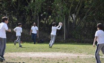 Práctica de Rugby en la cancha del colegio