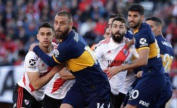 River Plate y Boca Juniors juegan por Superliga de Argentina