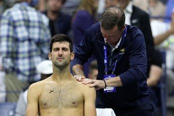 Djokovic fue atendido en su hombro izquierdo