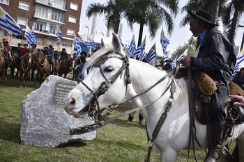 El movimiento colocó una piedra en una de las plazoletas en la circunvalación del Palacio Legislativo el 5 de setiembre de 2019