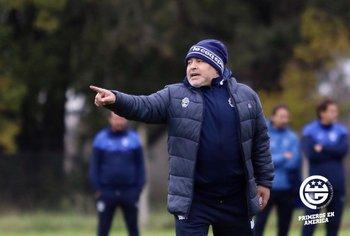 Diego Maradona en su primera práctica en Gimnasia y Esgrima de La Plata