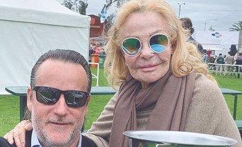 Laetitia d'Arenberg con su hijo Guntram y uno de los trofeos ganados en la Expo Prado 2019 por la genética de Estancia Las Rosas.