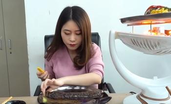 Dos adolescentes supuestamente intentaron imitar el experimento que aparecía en un video de cocina de Ms Yeah (en la foto)