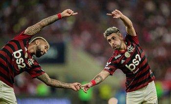 El festejo fusionado de De Arrascaeta y Gabigol, figuras de Flamengo