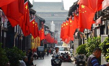Banderas alineadas en las tiendas en China