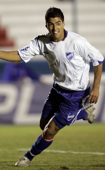 Su primer club fue Nacional, hizo 12 goles