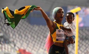Shelly Ann Fraser-Pryce celebra con su hijo Zion