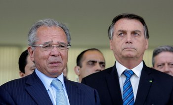 El ministro de Economía de Brasil, Paulo Guedes, junto al presidente Jair Bolsonaro