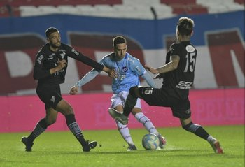 García entre Facundo Moreira y Bryan Bentaberry
