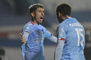 Rodríguez el gol, Cougo la asistencia