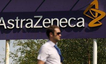 AstraZeneca es el laboratorio que está trabajando en la vacuna junto a la Universidad de Oxford, en Reino Unido
