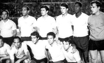Baeza al lado de Ladislao Mazurkiewicz; campeones de 1967