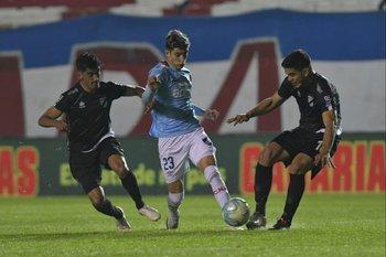 Rodríguez escapa a la marca de Lucas Rodríguez y Domínguez