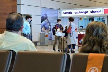 Si bien el decreto apunta al tránsito aéreo, también habrá anuncios para las fronteras terrestres
