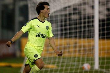 Primer gol internacional de Pellistri