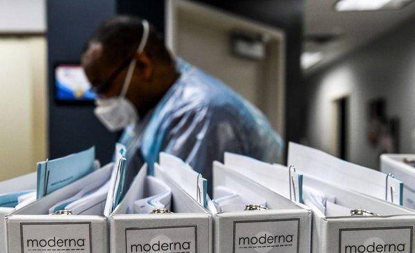 """Moderna dice que """"es improbable pero posible"""" tener vacuna para covid-19 en octubre"""
