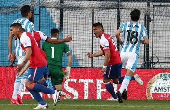 Nacional 1- Racing 0 en Avellaneda
