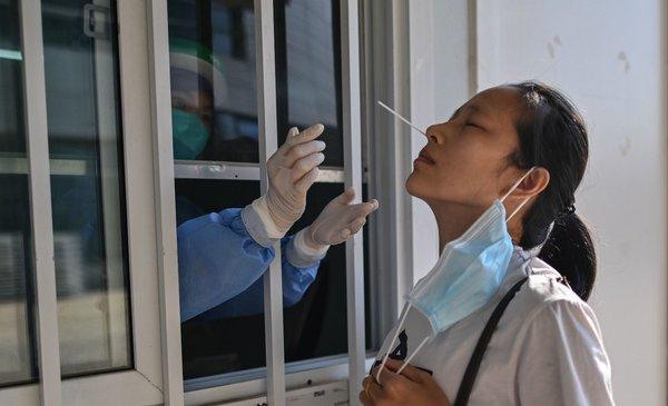 Miles de personas recibieron vacunas no probadas contra el covid-19 en China