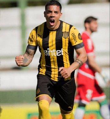 David Terans permanecerá en Peñarol unos meses más de lo previsto