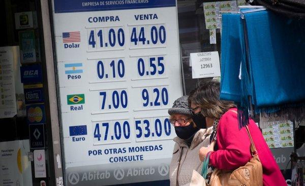 El peso argentino sigue por el piso en los cambios uruguayos