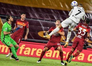 El salto de CR7: gol