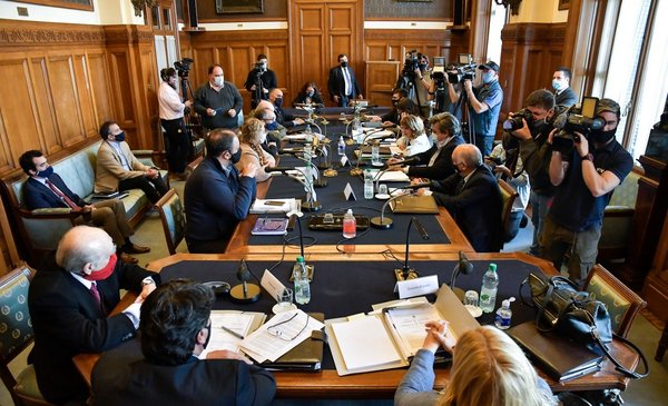 Comisión del Senado votó a favor del desafuero de Manini, pero el plenario lo rechazará