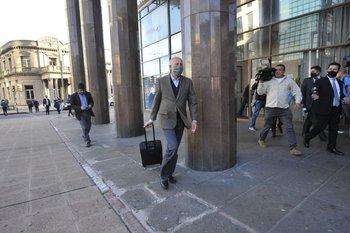 Toma esquiva a periodistas a la salida de Torre Ejecutiva